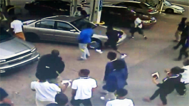 ADMIRABLE:  Concealed carrier shows great restraint against attacking mob in Memphis (VIDEO)