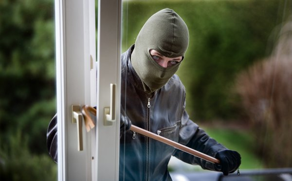 SAVE YOUR LIFE:  Prevent a Home Invasion 101