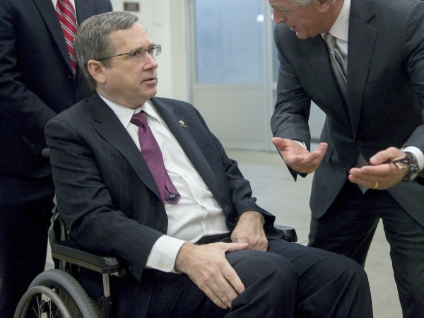 SCOUNDRELS OF A FEATHER FLOCK TOGETHER:  Illinois Senator Kirk endorsed by Gabby Giffords' impotent anti-gun PAC